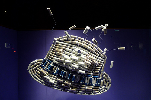 vitrine Hermes 2011 bobines de fils chapeau